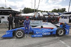 Scott Dixon, Chip Ganassi Racing Honda receives the Firestone Pit Stop Performance Award