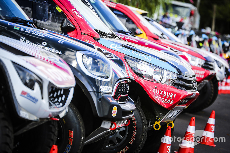 Cars ready for the Start Podium