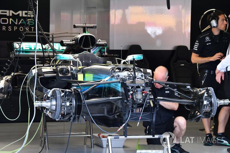 Une Mercedes-Benz F1 W08 dans le garage