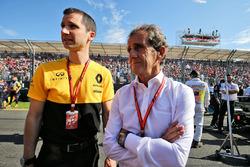 Технический директор Renault Sport F1 по силовой установке Реми Таффен и специальный советник команды Ален Прост