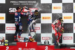 Podium : le vainqueur, Niki Tuuli, Kallio Racing Yamaha, le deuxième, Federico Caricasulo, GRT Yamaha Official WorldSSP Team, et le troisième, P.J. Jacobsen, MV Agusta