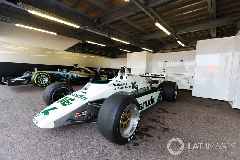La Williams FW08 Ford Cosworth (1982) de Keke Rosberg et la Mercedes W07 (2016) de Nico Rosberg