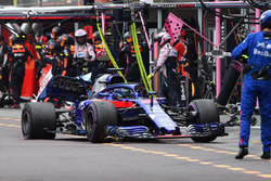 Brendon Hartley, Scuderia Toro Rosso STR13 abandonne après avoir été percuté par Charles Leclerc, Sauber C37