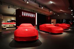 Vetture Ferrari di notte