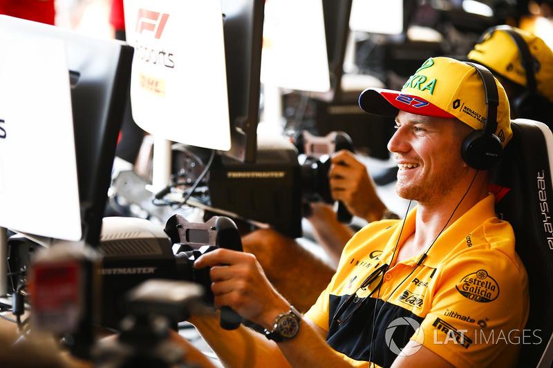 Nico Hulkenberg, Renault Sport F1 Team, tries prova la F1 eSports