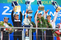 الفائزين سيباستيان بويمي، كازوكي ناكاجيما، فرناندو ألونسو، تويوتا ريسينغ