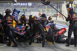 Sebastian Vettel, Red Bull Racing RB8 changes his front wing