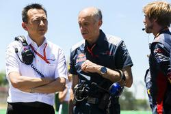 Yusuke Hasegawa, directeur de la compétition de Honda, avec Franz Tost, Team Principal, Scuderia Toro Rosso