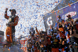 Yarış galibi Martin Truex Jr., Furniture Row Racing, Toyota Camry Bass Pro Shops/5-hour ENERGY