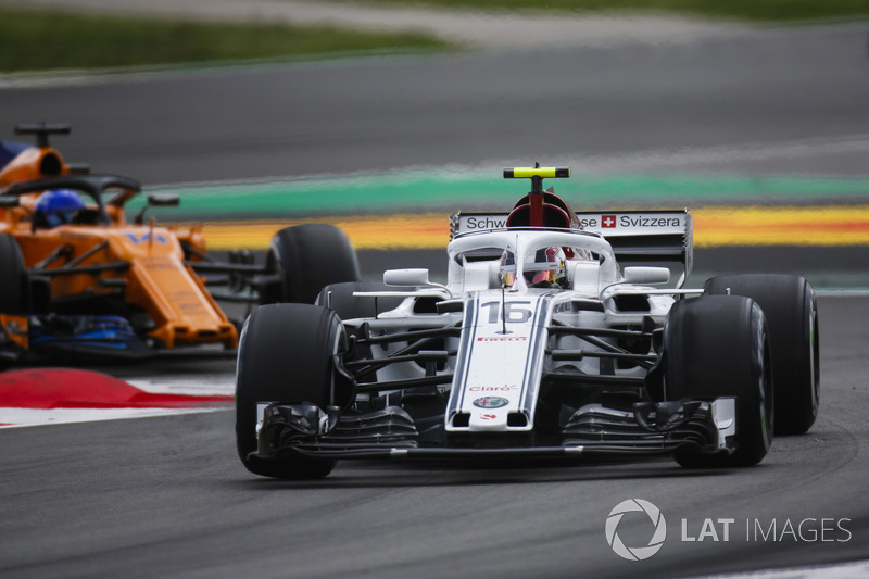 Sergey Sirotkin, Williams FW41, Fernando Alonso, McLaren MCL33