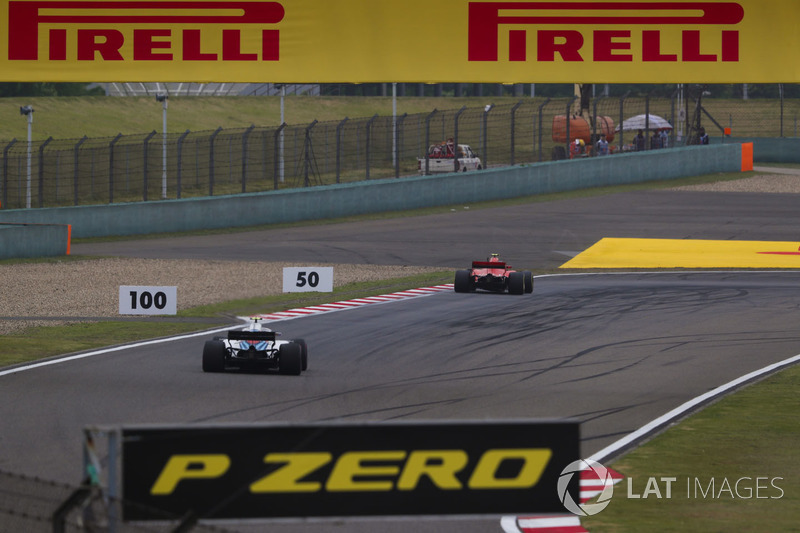 Kimi Raikkonen, Ferrari SF71H, leads Sergey Sirotkin, Williams FW41 Mercedes