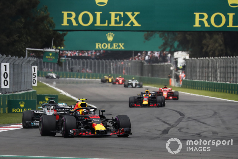 Max Verstappen, Red Bull Racing RB14 y Lewis Hamilton, Mercedes AMG F1 W09 EQ Power+