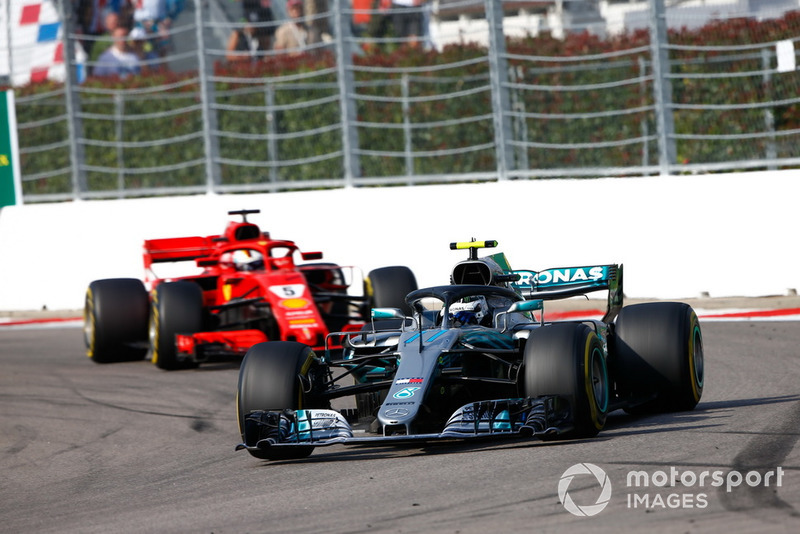 Valtteri Bottas, Mercedes AMG F1 W09 Sebastian Vettel, Ferrari SF71H