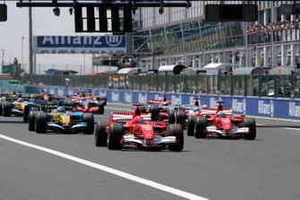 Michael Schumacher, Ferrari 248 F1, en tête au départ