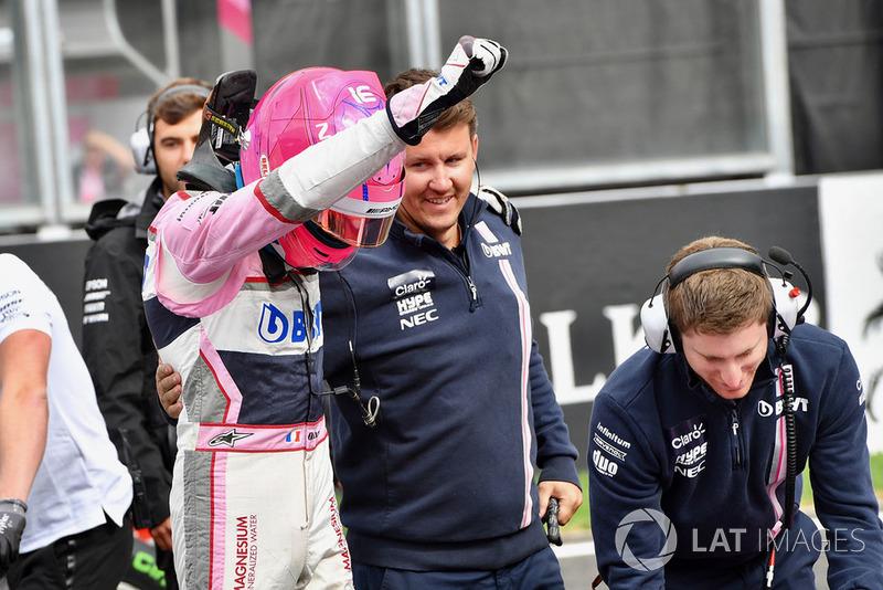 Esteban Ocon, Racing Point Force India F1 Team, festeggia nel parco chiuso