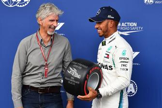 Damon Hill, Sky TV presents the Pirelli Pole Position Award to Lewis Hamilton, Mercedes AMG F1 in parc ferme