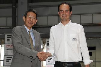 倉下明(JRP社長)とファビオ・グリッパ(ダラーラアウトモビリ社SF19プロジェクトリーダー)