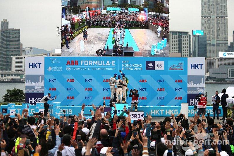 Podium: race winner Sam Bird, Envision Virgin Racing, second place Edoardo Mortara, Venturi Formula E, third place Lucas Di Grassi, Audi Sport ABT Schaeffler take a selfie