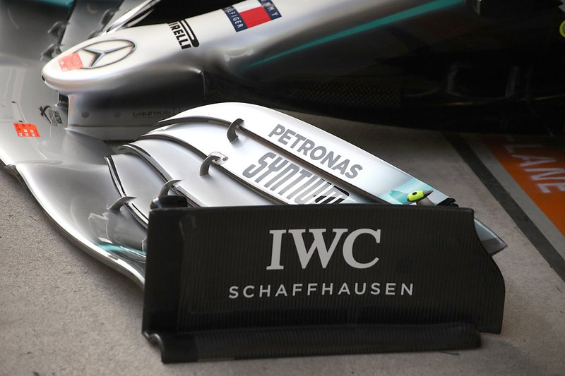 Mercedes W10, dettaglio dell'ala anteriore nuova