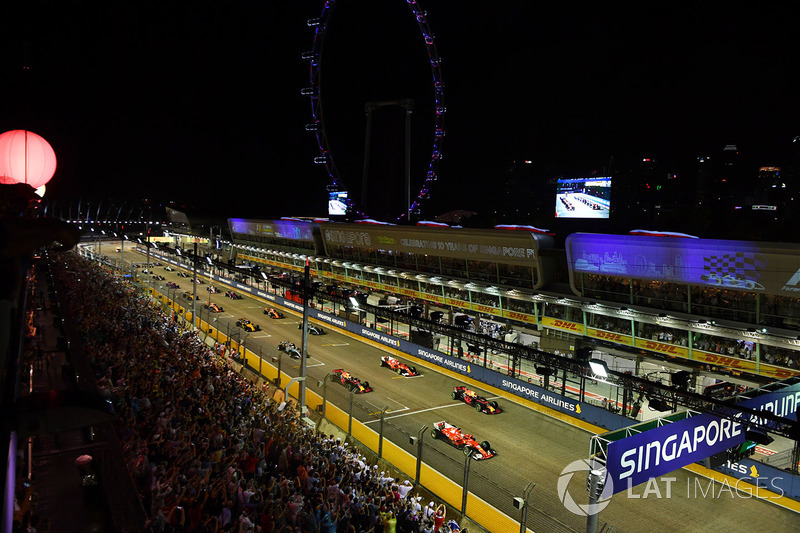 Sebastian Vettel, Ferrari SF70H sale primero