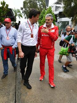 Toto Wolff, Mercedes AMG F1 Director of Motorsport amd Maurizio Arrivabene, Ferrari Team Principal