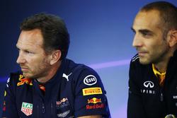 Руководитель Red Bull Racing Кристиан Хорнер и управляющий директор Renault Sport F1 Team Сириль Абитбуль