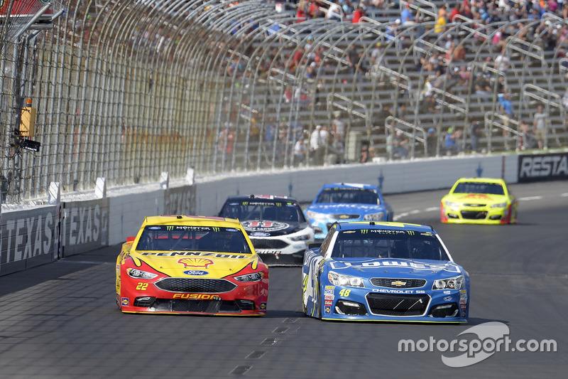 Joey Logano, Team Penske, Ford; Jimmie Johnson, Hendrick Motorsports, Chevrolet