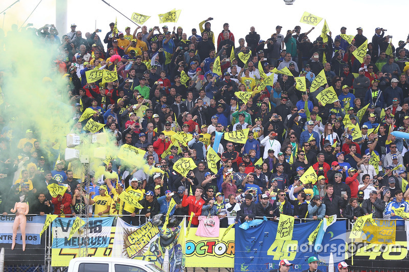 Podium: Valentino Rossi, Yamaha Factory Racing, Fans
