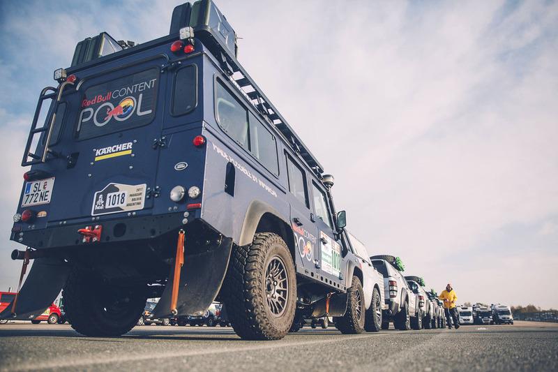 Los vehículos de los medios de comunicación de Red Bull Content Pool listos para el largo viaje a Buenos Aires
