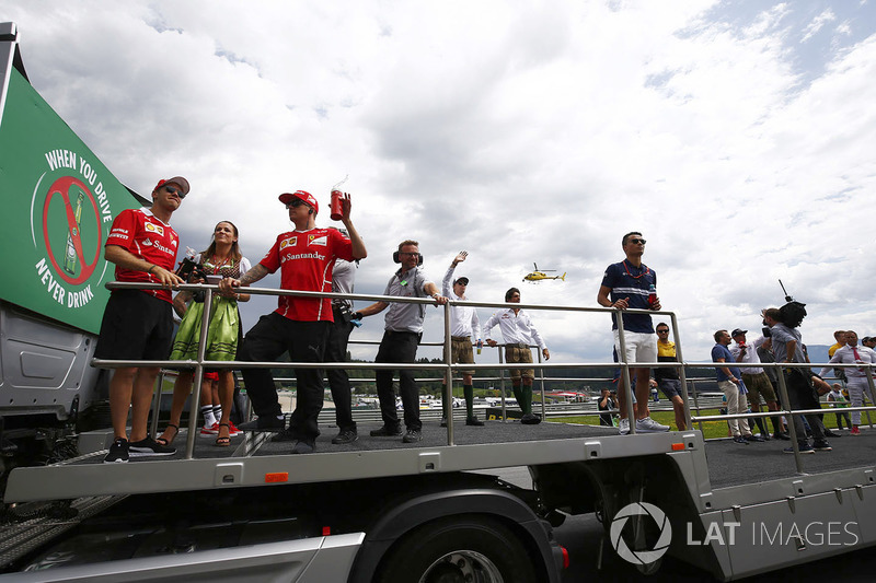 Sebastian Vettel, Ferrari, Kimi Raikkonen, Ferrari, Daniil Kvyat, Scuderia Toro Rosso, Carlos Sainz Jr., Scuderia Toro Rosso, Pascal Wehrlein, Sauber and Jolyon Palmer, Renault Sport F1 Team