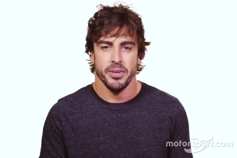 Fernando Alonso, en la campaña de seguridad vial de la FIA