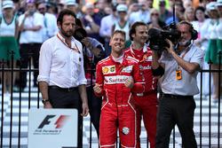 El ganador, Sebastian Vettel, Ferrari celebra en parc ferme