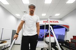 Fernando Alonso dans le simulateur Honda Performance Development