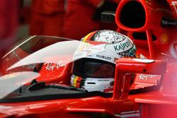 Sebastian Vettel, Ferrari SF70H con el escudo de cabina