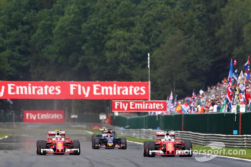 Kimi Raikkonen, Ferrari SF16-H ve Sebastian Vettel, Ferrari SF16-H
