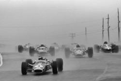 Beim Start in Führung: Jim Clark, Lotus