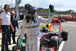 Нико Росберг, Mercedes AMG F1, и Макс Ферстаппен, Red Bull Racing, в закрытом парке