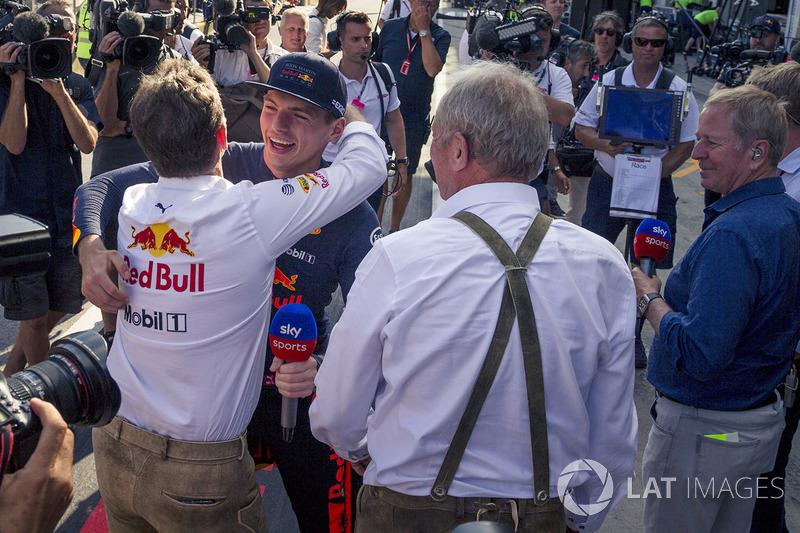Max Verstappen, Red Bull Racing con Christian Horner, Red Bull Racing Team Principal y Dr Helmut Marko, Red Bull Motorsport