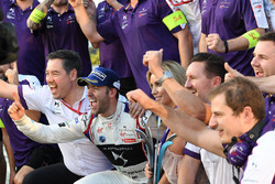 Race winner Sam Bird, DS Virgin Racing, celebrates with his team