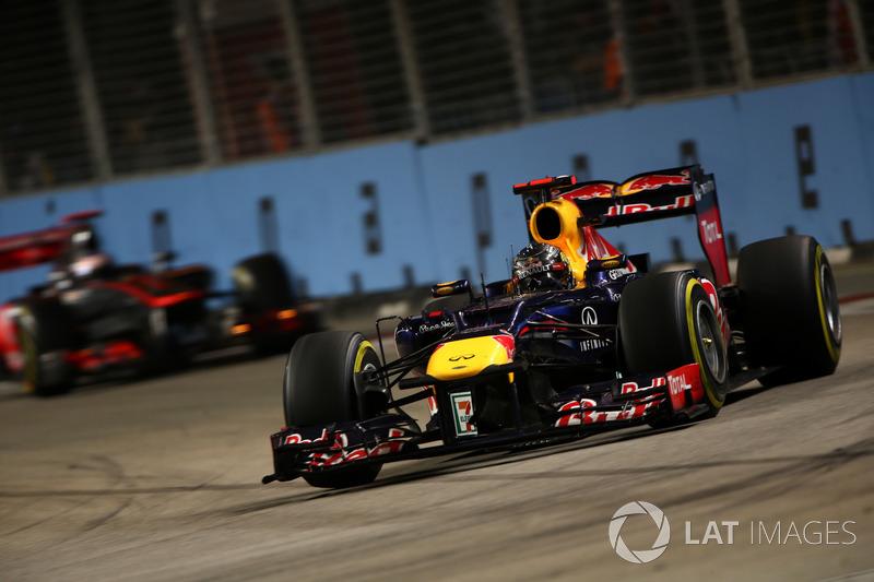 Depois de quebrar na Itália, Vettel tinha que descontar 39 pontos de Alonso em sete corridas. Ele venceu as quatro seguintes, em Singapura, Japão, Coreia do Sul e Índia.