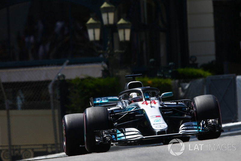 3: Lewis Hamilton, Mercedes AMG F1 W09, 1'11.232