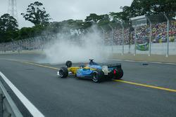 Jarno Trulli, Renault Renault F1 Team R23, passes team mates crashed car