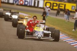 Nelson Piquet, Williams FW11B Honda gives Alain Prost, McLaren TAG Porsche a lift