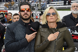 Martin Truex Jr., Furniture Row Racing Toyota, mit Freundin Sherry Pollex