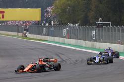 Fernando Alonso, McLaren MCL32, Pascal Wehrlein, Sauber C36, Brendon Hartley, Scuderia Toro Rosso STR12