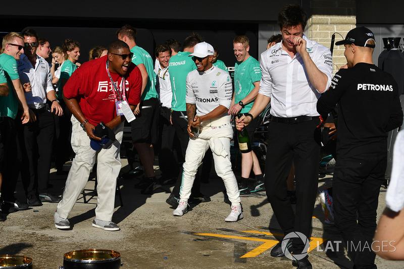 Mercedes celebra el campeonato de constructores de F1 2017