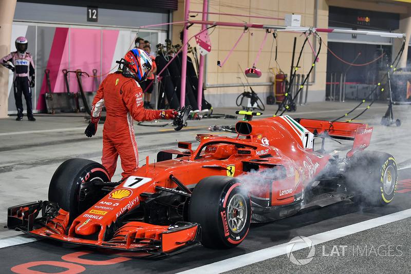 Kimi Raikkonen, Ferrari SF71H tersingkir dari balapan di pitlane