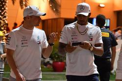 Valtteri Bottas, Mercedes-AMG F1 et Lewis Hamilton, Mercedes-AMG F1