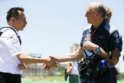 Yusuke Hasegawa, Senior Managing Officer, Honda, shakes hands with Franz Tost, Team Principal, Scude