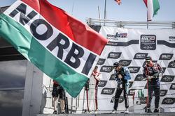 Podium: winnaar Norbert Michelisz, BRC Racing Team Hyundai i30 N TCR, nummer twee Aurélien Comte, DG Sport Competition Peugeot 308TCR, nummer drie Frédéric Vervisch, Audi Sport Team Comtoyou Audi RS 3 LMS